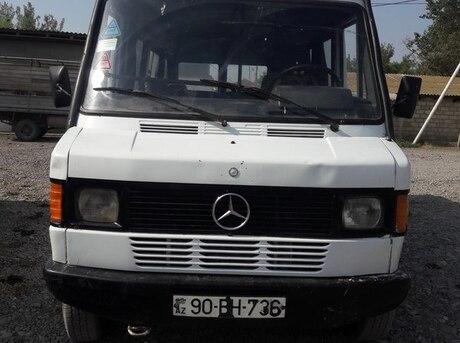 Mercedes 210 D