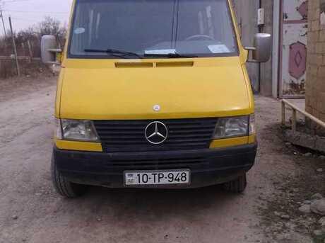 Mercedes Sprinter 208