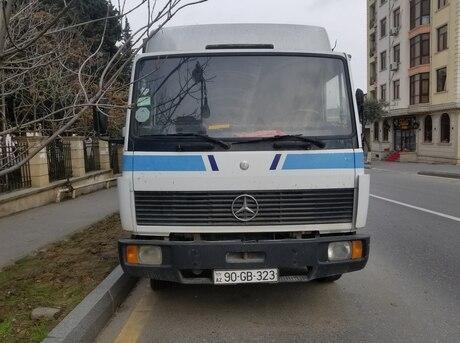 Mercedes 809 D