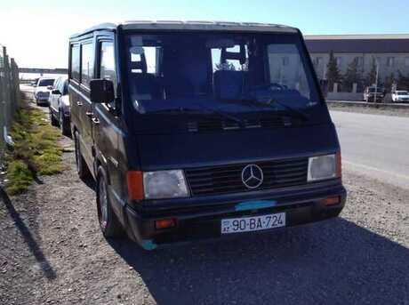 Mercedes 100