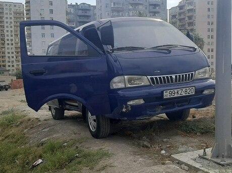 Hyundai H-1 1998