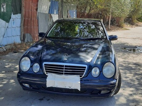 Mercedes E 220 2001