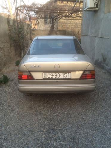 Mercedes E 260